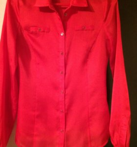 Шёлковая красная блуза.