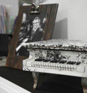 Пианино-шкатулка-  прекрасный декор для интерьера