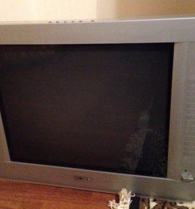 Телевизор, пульт, в отличном состоянии!