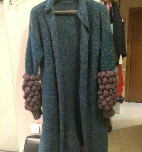 Вязаное шерстяное пальто