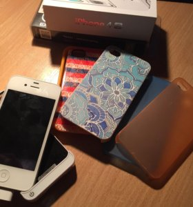 Айфон 4s (8гб) + чехол-аккумулятор + чехлы 4шт