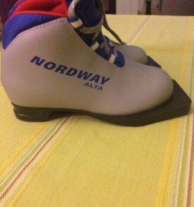 Ботинки лыжные 30р
