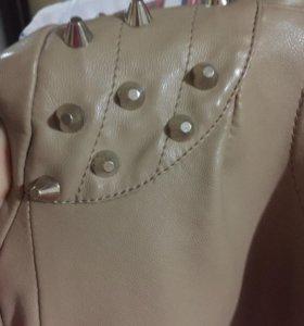 Короткая куртка с шипами