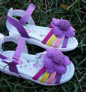 Комплект обуви на девочку
