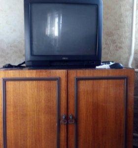 Телевизор Акаi с тумбочкой