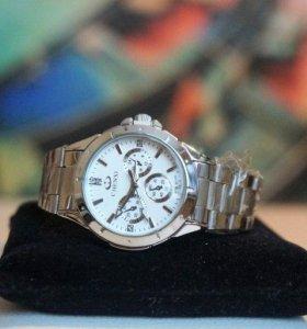 Новые часы, кварцевый механизм,небольшой циферблат