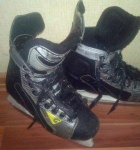 Коньки хоккейные размеры 35 и 38