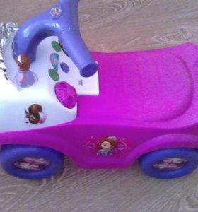 Машинка-каталка для девочек