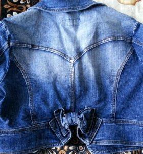 Короткая джинсовочка
