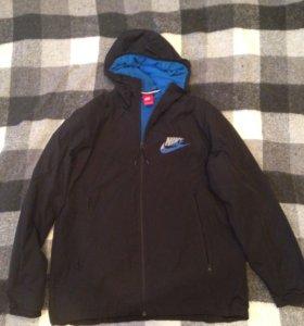 Беговая / Спортивная/Куртка(ветровка ) Nike