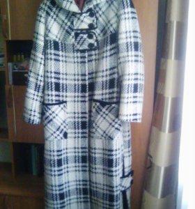 Пальто зимнее с капюшоном  р.52