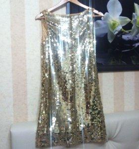 Шикарное платье с золотыми пайетками