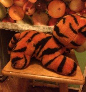 Плюшевый тигрёнок.