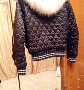 Теплая куртка в хорошем состоянии.