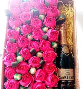 Большая сладкая коробка с 31 розой