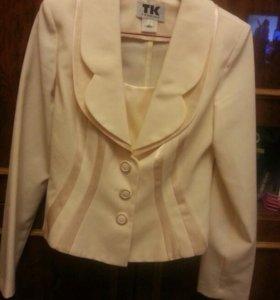 Пиджак новый с манишкой