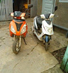 Два скутера