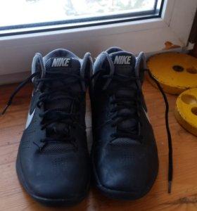 Баскетбольные кросовки Nike  40.5 размер