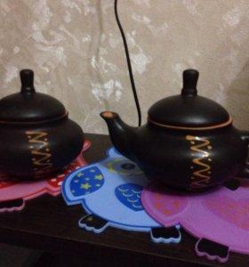 Глиняный чайник и сахарница