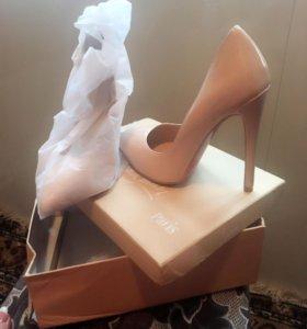 Продам новую обувь покупала за 3300