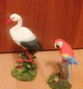 Статуэтки журавль. 13.см.папугай.10см