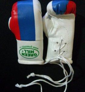 Сувенирные боксёрские перчатки.