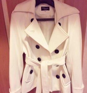 Пальто женское белое р.42
