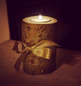 Подсвечник из дерева со свечой