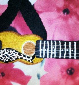 Гитара сувенир вязанная