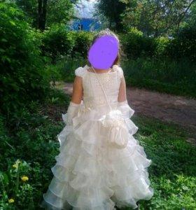 Платье ,   перчатки.