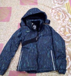Куртка на девочку новая S (134)