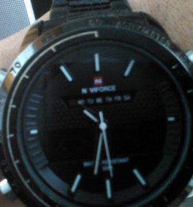 Часы в отличном состояние