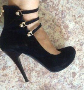 Туфли в отличном состоянии!!!