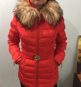 Продаю куртку на пуху (лебяжий )размер 42-44 торг