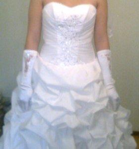 Красивое свадебное платье)))