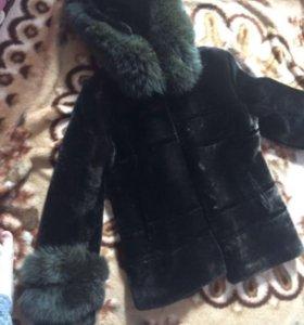 Шуба мутон с песцовым рукавом и капюшоном