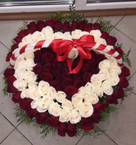 101 розы в корзине