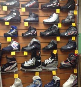 Лыжные ботинки и коньки