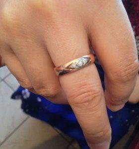 Золотое кольцо с 3 бриллиантами раз 18