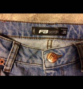 Новые женские джинсы .
