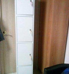 Металлические шкафчики для хранения.