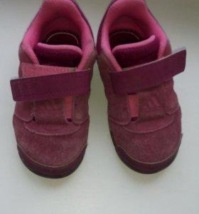 Кроссовки adidas, 23