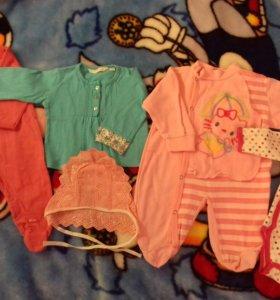 Комплект одежды для малышки.