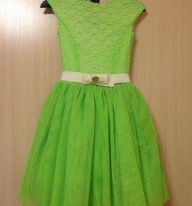 Короткое пышное платье S