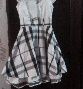 Красивое платье ,пышное.