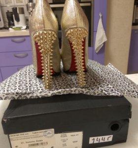 Туфли на высоком каблуке новогодние