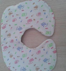 Подушка на шею для купания малыша.