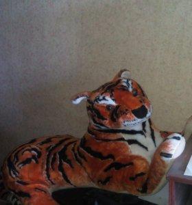 Огромный тигр - диван.