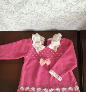 Теплое вязаное платье для девочки