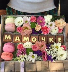 Коробка с цветами и десертом!